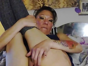 StickySlut : spreading my wet pussy for you.