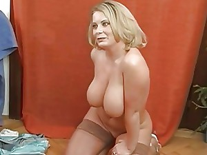 Big titties hotty charms a load of shit alongside riding